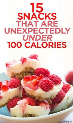 Weight Watchers Recipes Discover 15 Snacks Unexpectedly Under 100 Calories Snacking on healthy foods between meals is the key to keep from overeating and to maintaining energy throughout the day. Lots of creative snack ideas here. Healthy Treats, Healthy Desserts, Healthy Drinks, Healthy Foods, Healthy Sweet Snacks, Healthy Recipes, Healthy Yogurt, Diabetic Desserts, Healthy Food Options