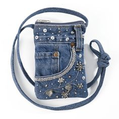 The Best Upcycled Denim Crafts & DIY Why not recycle your old jeans into somethi. The Best Upcycled Denim Crafts & DIY Why not recycle your old jeans into somethi. Diy Jeans, Diy Denim Purse, Denim Bags From Jeans, Sacs Tote Bags, Diy Sac, Denim Ideas, Embellished Jeans, Boho, Blue Jeans