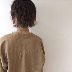 今回ご紹介するのは @miyuwada さんのヘアカラー。 ダブルアッシュで深みのあるブラウンを作り出し ウェットな質感に似合う色味を実現させています。 #regram #locari #locari_hair #ロカリ #ロカリヘア #ヘア #ヘアスタイル #ヘアカラー #ヘアアレンジ #ダブルアッシュ #ウェットな質感 #hair #hairarrange #haircolor #hairstyle