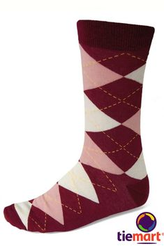 In case of cold feet! Burgundy and blush is one of our favorite color combos for weddings. It's rich, romantic and perfect for any season. Complete the groom and groomsmen's outfits with these burgundy and blush argyle socks. Maroon Shoes, Maroon Vans, Burgundy Shoes, Argyle Socks, Pink Socks, Maroon Color, Burgundy Color, Red Color, Summer Outfits Men