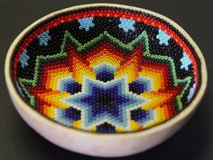 Huicholes (Wixárikas or Wixáricas) South American Art, Native American Decor, Melted Pony Beads, Bead Bowl, Seed Bead Art, Mexican Art, Mexican Style, Beadwork Designs, Melting Beads