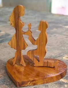Wooden Projects, Woodworking Projects Diy, Wooden Crafts, Pencil Carving, Intarsia Wood, Scroll Saw Patterns, Wooden Art, Diy Arts And Crafts, Wood Toys