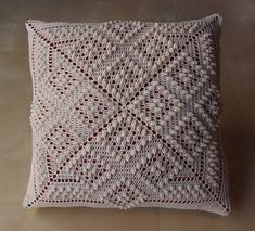 Items similar to Chess Board Patten Crochet Square Pillow - MADE TO ORDER - Double Sided design, custom colors on Etsy Granny Square Crochet Pattern, Crochet Squares, Crochet Granny, Crochet Doilies, Crochet Patterns, Crochet Pillow Cases, Crochet Cushions, Knee Pillow, Pillow Crafts