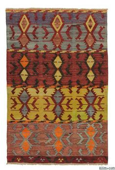 Vintage Afyon Kilim Rug around 40 years old and in very good condition. Afyon is located in the Aegean region of Turkey.