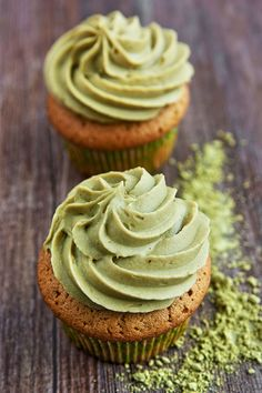 Simply bake these delicious Matcha cupcakes and add a touch of green to your coffee or tea table. These pastries are a sensation. Chia Pudding, Cupcake Recipes, Baking Recipes, Matcha Cupcakes, Burger Bread, Organic Loose Leaf Tea, Green Tea Recipes, Organic Matcha, Matcha Green Tea Powder