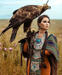 Kazakh beauty as Eagle Hunter. With unique, traditional twist of hair and jewelr… Kazakh beauty as Eagle Hunter. With unique, traditional twist of hair and jewelry. - My Accessories World Beautiful People, Beautiful Women, Native American Beauty, Native American Girls, Native Indian, World Cultures, American Indians, Nativity, Female