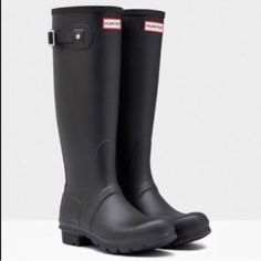 HUNTER authentic original tall rain boots Sz 7 new HUNTER authentic original tall rain boots Sz 7 NEW ! 100% authentic BOX IS A LITTLE BEAT UP FROM STORAGE Hunter Boots Shoes