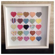 Quadro com moldura tipo caixa tamanho 30,5 X 30,5. Arte feita com corações em scrapbooking.    (A foto é meramente ilustrativa. O quadro é feito sob encomenda e as estampas podem mudar).