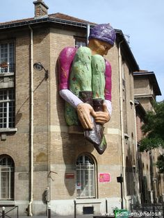 Le géant Isoré au coin d'Alésia et Tombe Issoire, Paris 14e