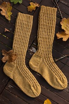 Ruska sukat – Ruska socks pattern by Nora Heikinheimo Knitting Socks, Hand Knitting, Knitting Patterns, Knit Socks, Malabrigo Sock, Warm Autumn, Sock Yarn, Yarn Needle, Knitting Projects