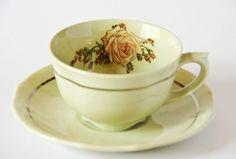 Taza de te finlandesa (Arabia) antigua, intervenida (II) Old finnish (Arabia) tea cup, intervened (II). Kitchenware, Tableware, Toscana, Finland, Tea Time, Tea Cups, Dishes, Vintage, Antigua