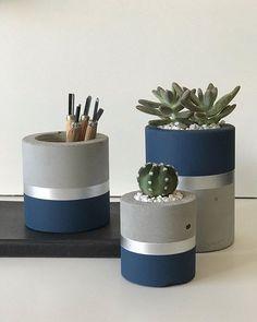 Best 12 Set of 3 concrete pots cement planters pencil holder modern home decor industrial style beton deko small square pot for office – SkillOfKing. Concrete Crafts, Concrete Projects, Concrete Planters, Cement Art, Boutique Deco, Painted Pots, Diy Home Crafts, Flower Pots, Flower Diy