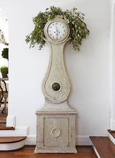 Designer Spotlight: Lisa Luby Ryan: I love this update of case clock. Have one myself but would not have thought of this.