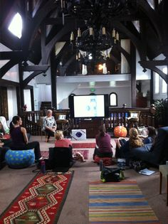 Beautiful photo of the teaching space at Bini Birth. Here is Jane Evans, Midwife Expert in Physiological Breech teaching. Love those ball covers! Breech Birth, Doula Training, Birthing Classes, Childbirth Education, Post Partum, Births, Project Based Learning, Midwifery, Classroom Management