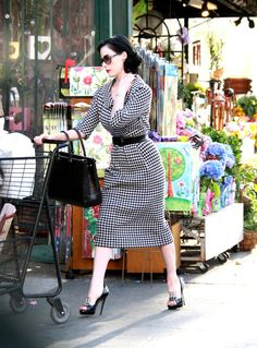 Dita does fabulous vintage glamour at the grocery store !Streetstyle