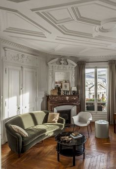 Apartment Chic, Dream Apartment, Apartment Living, French Apartment, Apartment Design, Quirky Home Decor, French Home Decor, Cheap Home Decor, Home Living Room