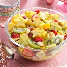Refreshing Tropical Fruit Salad Recipe by Taste of Home - Pahtee Food - Salat ideens Tropical Party Foods, Tropical Fruit Salad, Fresh Fruit Salad, Fruit Salad Recipes, Fruit Fruit, Fruit Salads, Best Fruits For Diabetics, Healthy Fruits, Healthy Food Choices