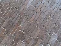Willems-Winssen: www.WAALTJES.nl - gebakken bestrating, sierbestrating, bestrating, klinkers, oude gebakken waaltjes/ walen/ dikformaten, handvorm straatstenen, dikformaat, vijfduimers, stenen, getrommeld, waal/ waalformaat voor terras en oprit