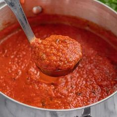 Homemade Spaghetti Sauce is so full of flavor and it's easy to make it in large batches for freezing or canning for easy homemade meals that are prepared ahead. Take meal prepping to a whole new level or enjoy it fresh! Prego Spaghetti Sauce Recipe, Homemade Italian Spaghetti Sauce, Spaghetti Tomato Sauce, Spaghetti Sauce For Canning, Tomato Sauce Recipe, Homemade Tomato Sauce, Dinner Dishes, Food Dishes, Canning Recipes