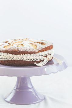http://herznah.net/2014/10/21/weiser-schokoladenkuchen-mit-apfeln/