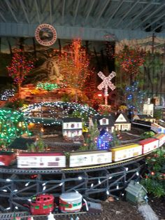 1000 images about christmastime gatlinburg pigeon forge for American eagle cabin pigeon forge tn