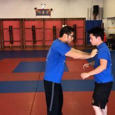 Krav Maga Self Defense, Self Defense Moves, Self Defense Martial Arts, Martial Arts Techniques, Self Defense Techniques, Martial Arts Workout, Martial Arts Training, Jiu Jitsu Training, Gym Workout Videos