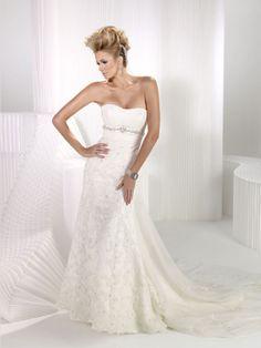Fashionable strapless empire waist tulle wedding dress