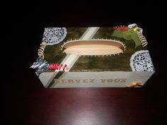 Thème nature chic  napperon papier, fils laitonnés  et peintures acrylique.