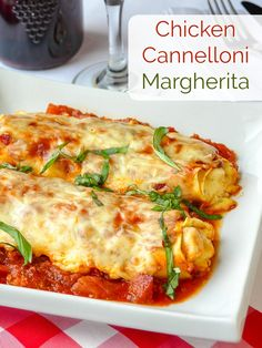 Chicken Cannelloni Margherita Cheesy Pasta rolls baked on a bed of tomato sauce and filled with a combination of creamy ricotta, chicken, garlic and herbs Fantastic comfort food - pizza Pasta Recipes, Gourmet Recipes, Chicken Recipes, Dinner Recipes, Cooking Recipes, Healthy Recipes, Rock Recipes, Chicken Meals, Baked Chicken