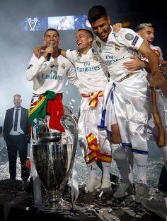 Real Madrid Football Club, Real Madrid Players, Football Is Life, Football Players, Cristano Ronaldo, Ronaldo Football, Lucas Vazquez, Real Madrid Photos, Ronaldo Photos