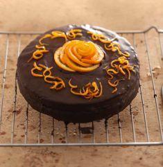 Torta soffice con crema all'arancia e glassa di cioccolato