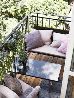terrasse en ville avec balcon, canapé pour la terrasse en ville