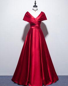 Burgundy Bridesmaid Dresses, Top Wedding Dresses, Festa Party, Dress Indian Style, Looks Black, Celebrity Outfits, Beautiful Gowns, Designer Dresses, Nice Dresses