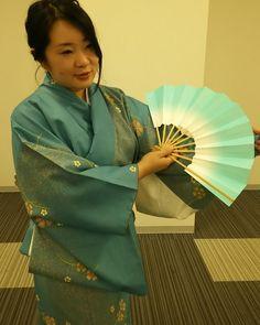 寒くなってきたので着物で日本舞踊 襟たてる忘れて着物がよれてしまいました(-_-;)