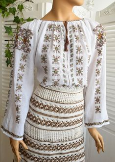 Embroidery Patterns, Hand Embroidery, Folk Costume, Costumes, Cool Items, Chic, Custom Made, Sequin Skirt, Bell Sleeve Top