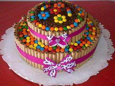 Fotos de bolos Torta Candy, Candy Cakes, Pretty Cakes, Cute Cakes, Fondant Cakes, Cupcake Cakes, Chocolate Bar Cakes, Waffle Cake, Specialty Cakes