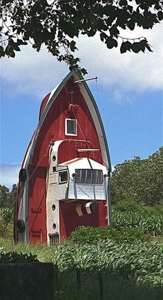 Repurposed boat house :: (Ponta Delgada, São Miguel, Açores, Portugal) Oh for fun. Next door neighbor should do this with his old boat, eh c? Crazy Houses, Little Houses, Weird Houses, Dog Houses, Dream Houses, Tiny Houses, Unusual Buildings, Unusual Homes, Old Barns