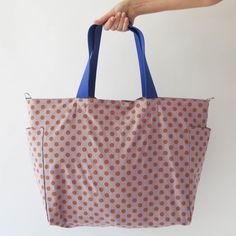 Here is a bold version of the large diaper tote shopping bag my sister made. She made this one for herself and another one for a friend. Go Sophia! Modern Sewing Patterns, Diy Kits, Shopping Bag, Reusable Tote Bags, Etsy, Vintage, Posts, Sewing Tutorials, Dime Bags