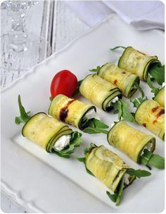 Roulés de courgettes grillées à la ricotta: 1 courgette de la ricotta quelques feuilles de roquette fleur de sel, huile d'olive