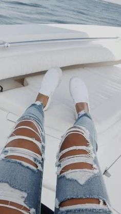 Most Popular Outfits Ideas WIth Ripped Jeans For Summer 32 Outfit Jeans, Cute Ripped Jeans Outfit, Plus Size Ripped Jeans, Lässigen Jeans, Cute Jeans, Casual Jeans, High Jeans, Diy Ripped Jeans, Denim Pants