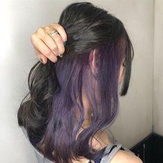 Adriennas - Welcome Blonde Brown Hair Color, Purple Hair Streaks, Blonde Hair With Highlights, Hair Color Purple, Ombre Hair, Peekaboo Hair Colors, Style Grunge, Grunge Look, 90s Grunge