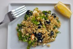 Blueberry Kale Quinoa Salad - So simple to make the night before and pack up for the next day!