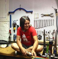 Talita Noguchi, criadora do projeto Las Magrelas/oGangorra, que reúne oficina de bicicleta, hub de discussões de mobilidade urbana e bar