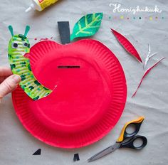 Spar apple from paper plates! 🍎🐛💚 This bright red apple with worm is a - Spardose Basteln - Diy & Crafts Autumn Crafts, Fall Crafts For Kids, Diy Arts And Crafts, Art For Kids, Kids Crafts, Alphabet Crafts, Letter A Crafts, Fall Preschool, Preschool Crafts