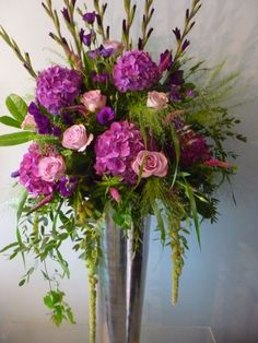 Image from http://www.bloomsforbusiness.com/wp-content/uploads/large-vase-9000-460x613.jpg.
