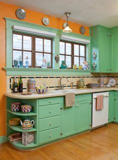 Gorgeous arts-and-crafts kitchen :)