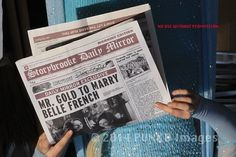 #OUAT -SPOILER- Elsa was carrying a Storybrooke Newspaper .. Any1 catch the headline... #OnceUponATime #YVRShoots