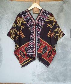 Blouse Batik, Batik Dress, Thai Fashion, Womens Fashion, Etnic Pattern, Art Deco Clothing, Batik Kebaya, Batik Fashion, Ethnic Dress