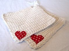crocheted dishcloth. Would be nice with a crocheted heart. Inspiracion ༺✿Teresa Restegui http://www.pinterest.com/teretegui/✿༻