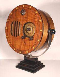 Art Deco G&F Searchlight Novelty Radio Tvs, Radio Record Player, Record Players, Vintage Tv, Vintage Antiques, Art Nouveau, Retro Radios, Old Time Radio, Phonograph
